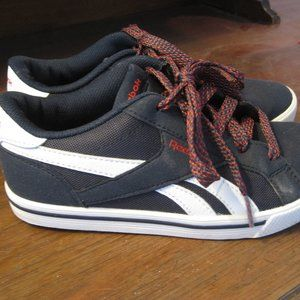 Reebok navy and white boys shoes size 4